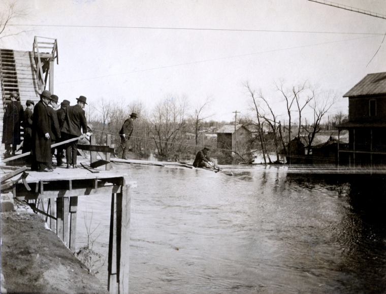 1908 Flood - constructing temp. bridge