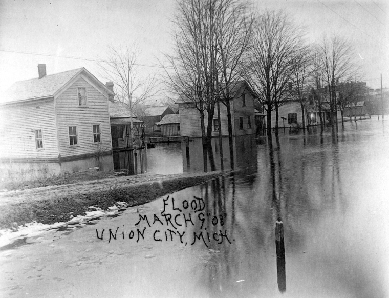 1908 Flood - Waters covering S. Broadway - Homes across from Jack's 39 water up to windows