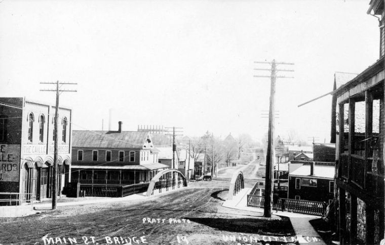 Broadway Bridge looking south after 1908