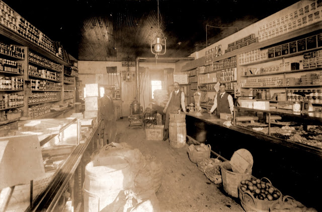 Chivis Grocery on Woodruff St - c 1903