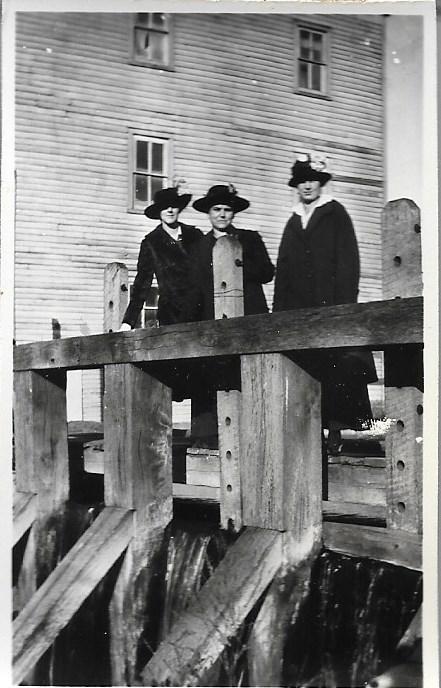 Cora Bartlett, Josie Bartlett, Gertrude Bartlett @ Mill Dam