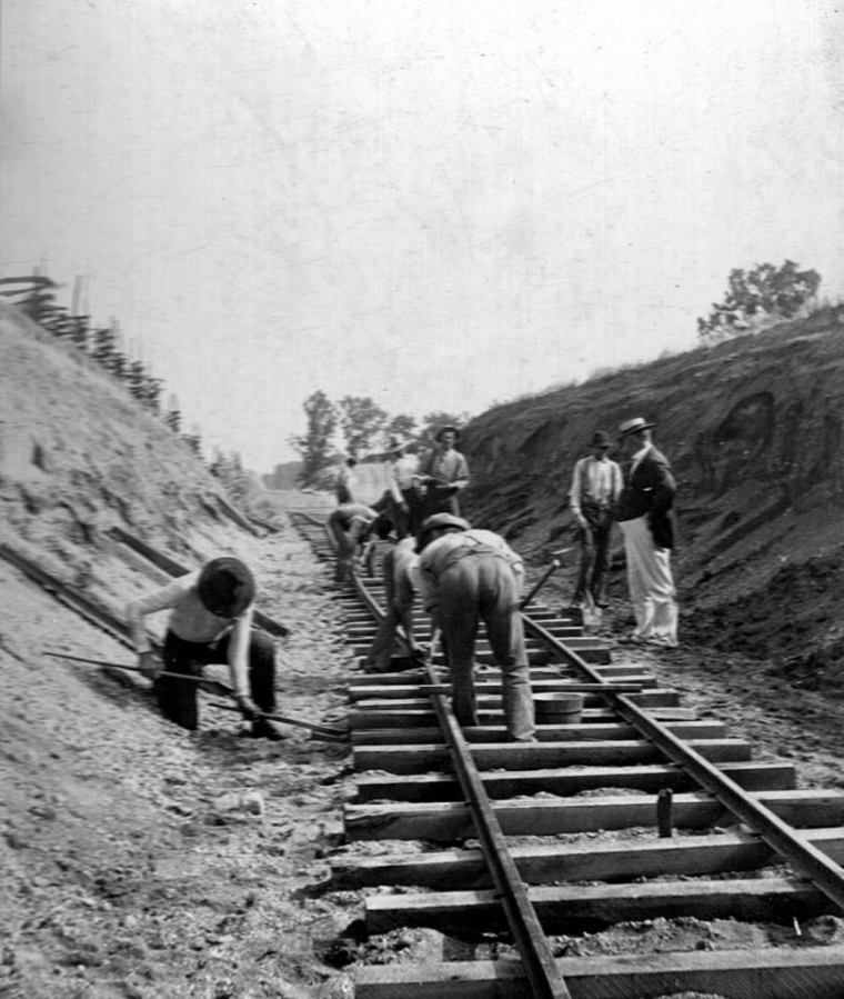 narrow gauge tracks